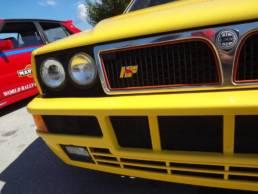 macchina lancia gialla